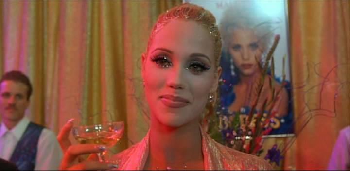 Страстный Секс С Элизабет Беркли В Бассейне – Шоугелз (1995)