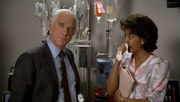 кадр из фильма Голый пистолет (The Naked Gun - From the Files of Police Squad) - 12