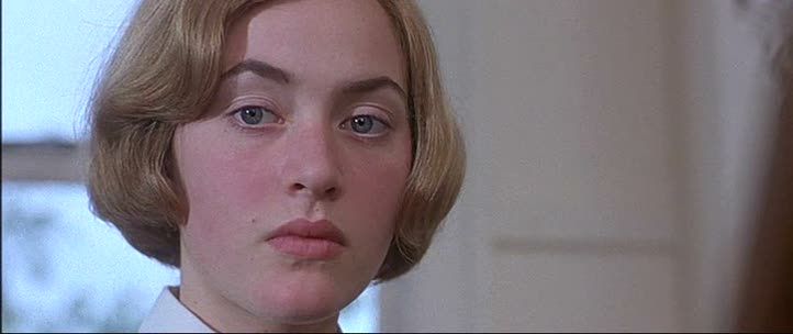 Поцелуй Кейт Уинслет С Мелани Лински – Небесные Создания (1994)