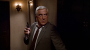 кадр из фильма Голый пистолет (The Naked Gun - From the Files of Police Squad) - 1